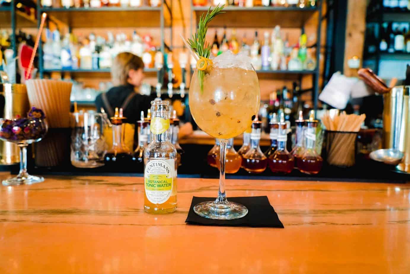 Cocktail - LE ST-LAURENT GIN & TONIC AVEC TONIC FENTIMANS BOTANICAL