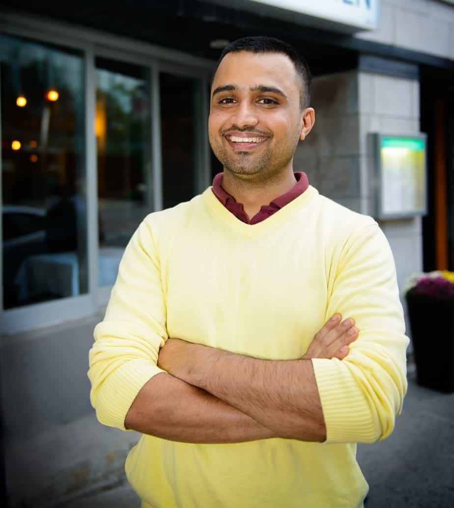 Inderjit, Chef du India Rosa et Superviseur à la Préparation des Boîtes-Repas