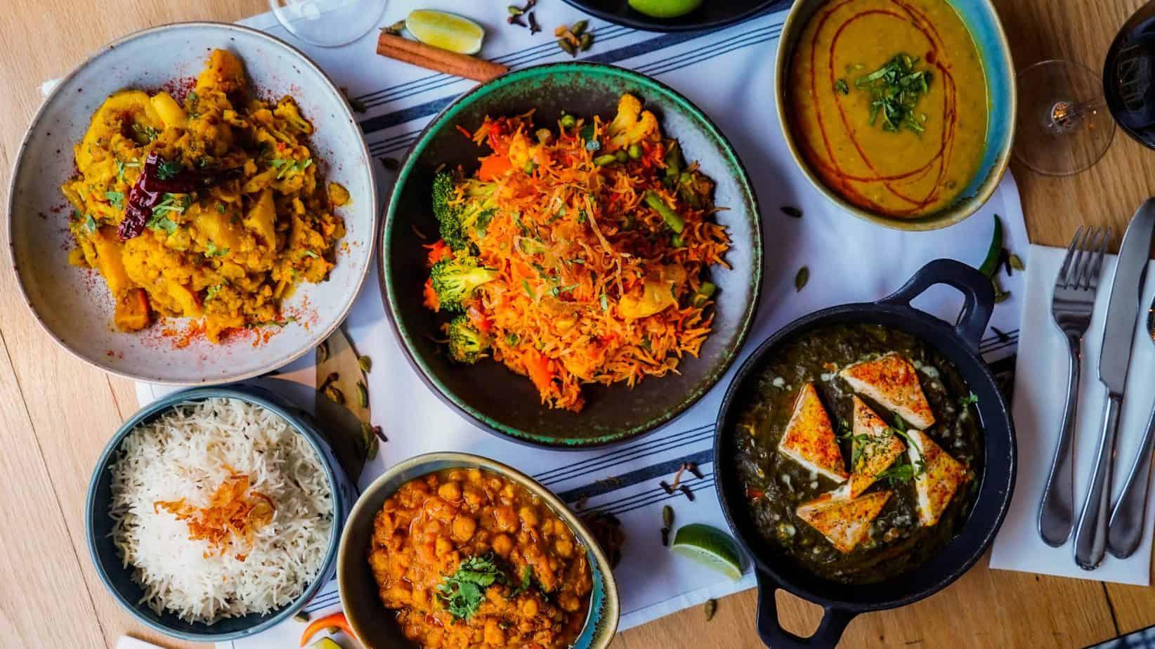 Profitez d'un RABAIS de 20$ sur notre Boîte-Repas La SEMAINE INDIENNE végétarienne qui contient 5 repas végétariens pour 2 personnes incluant Saag Paneer, Aloo Gobi, Daal Tarka, Chana Masala et Biryani aux Légumes; le tout accompagné de riz et pain Naan
