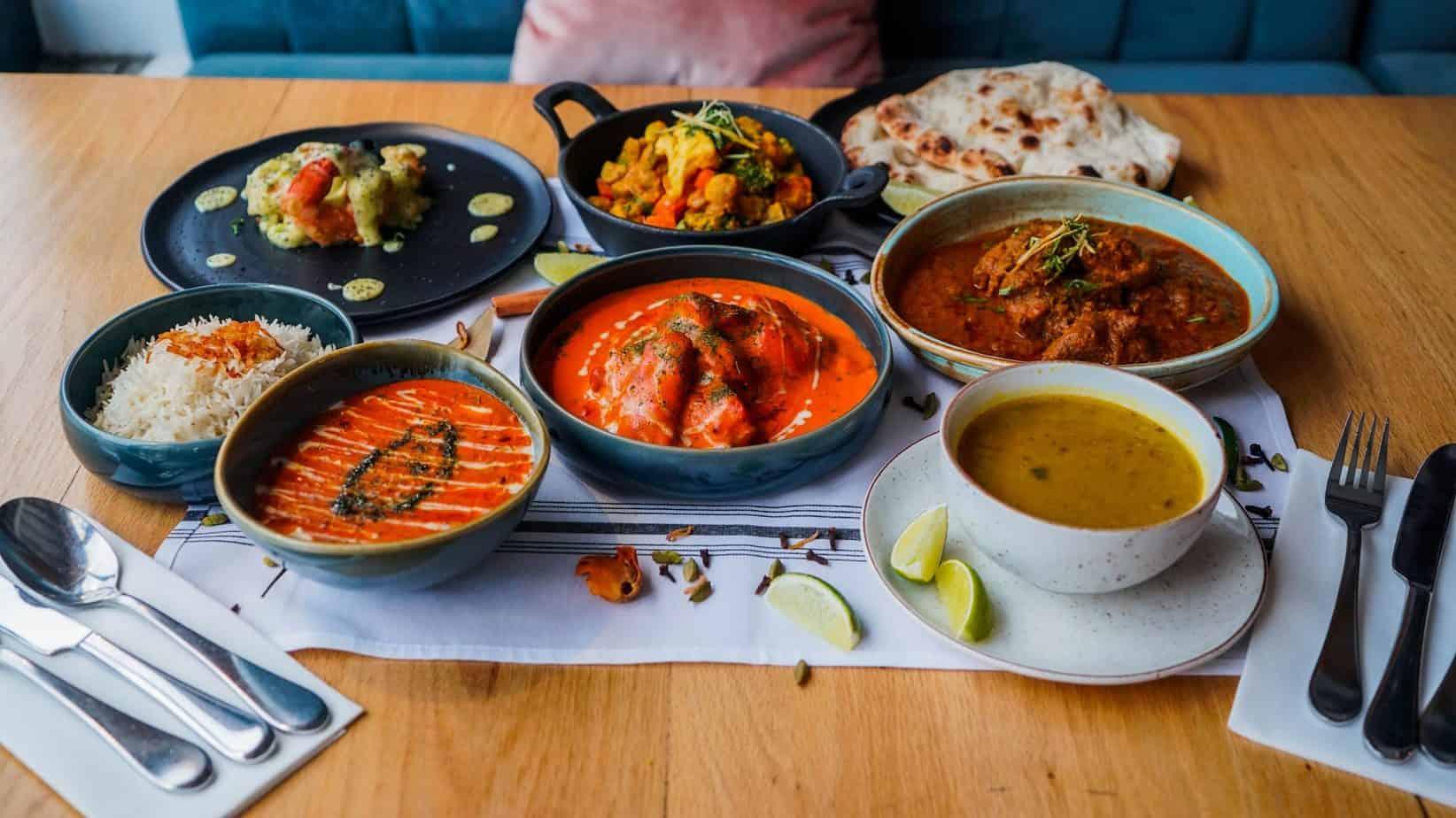 India Rosa, Resto Bar indien sur le Plateau, vous offre une Boîte-Repas FESTIVE mixte pour un festin d'amoureux à l'indienne... à la maison !